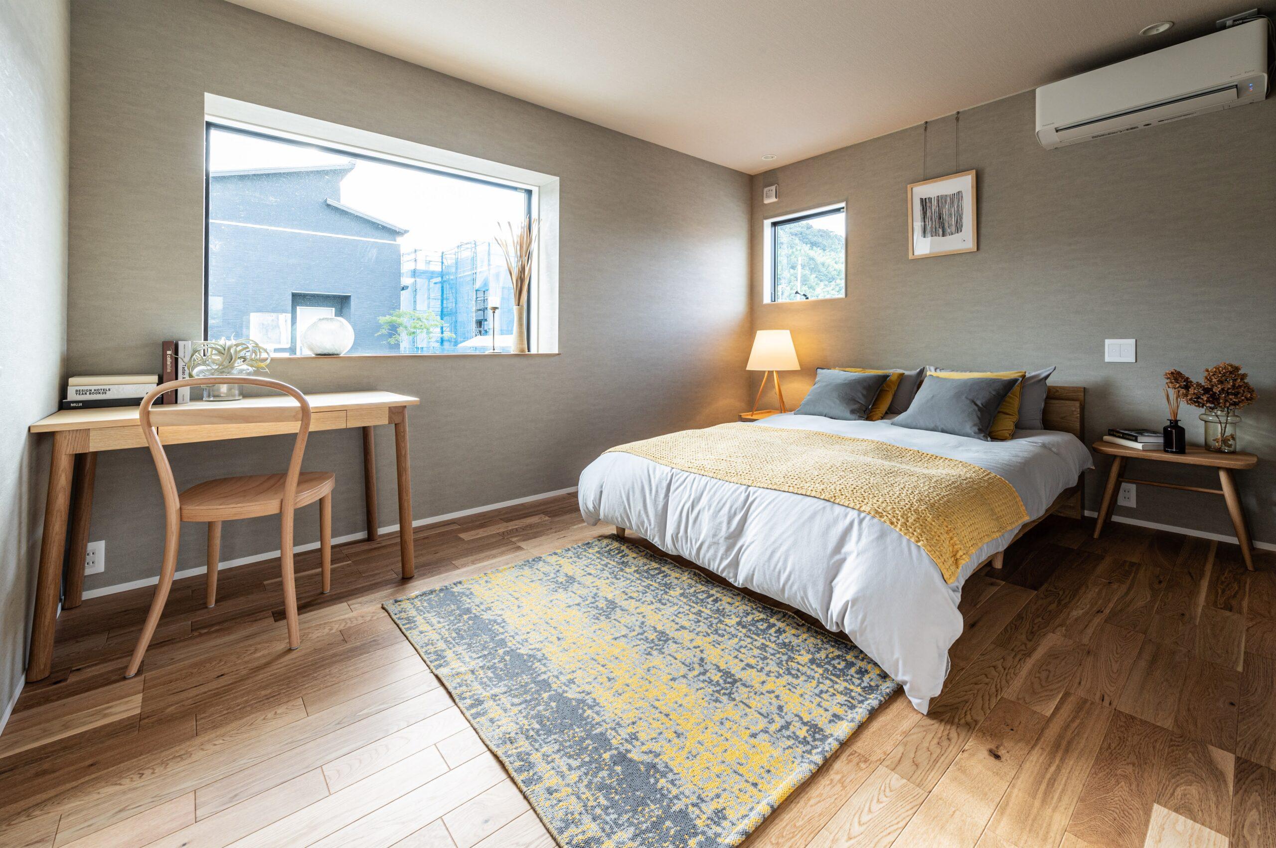 書斎スペースのある寝室